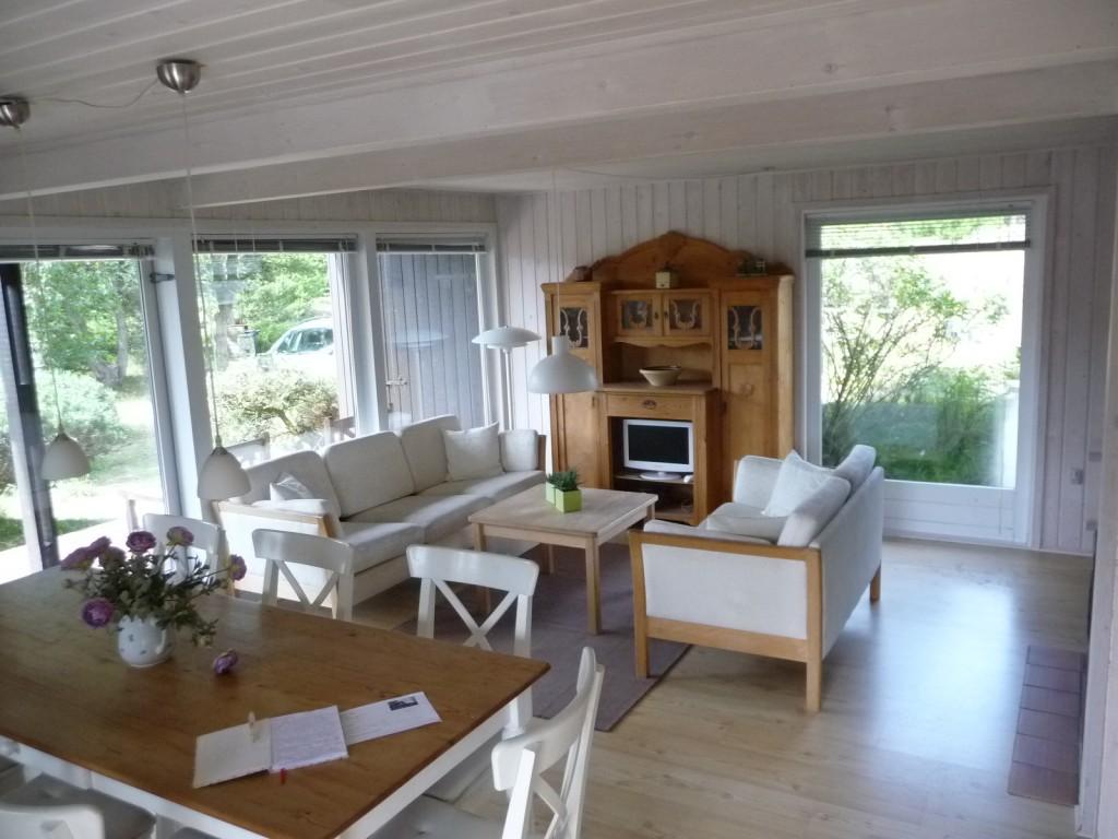 Stuen med TV og Morsø kakkelovn