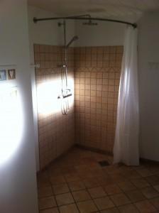 Bad og toilet med gulvvarme