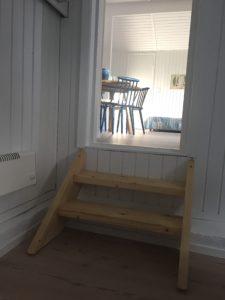Trappe fra soveværelset til stuen